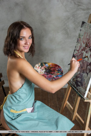Amazing painter Oxana Chic shows off her sexy, tanned body and meaty pussy